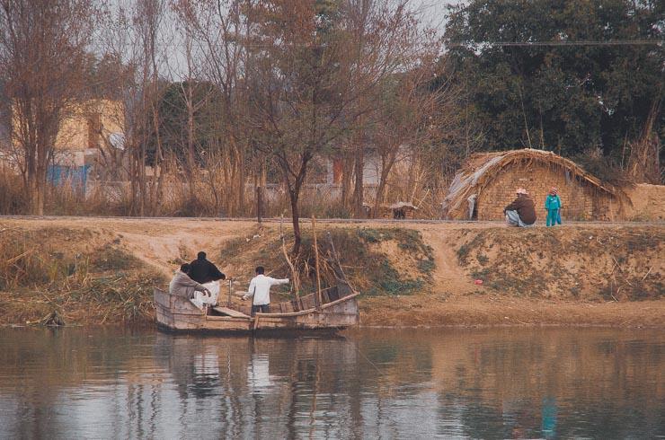 En blandt flere måder, at komme over Jhelum River på.