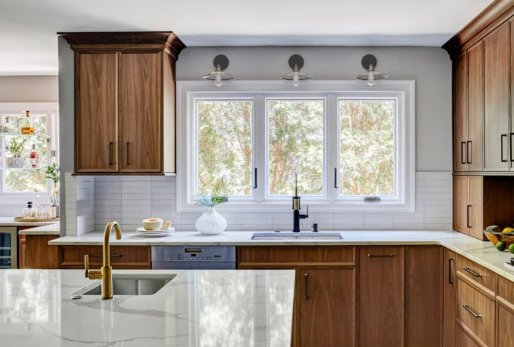 transitional l-shaped kitchen with an undermount sink and casement windows over