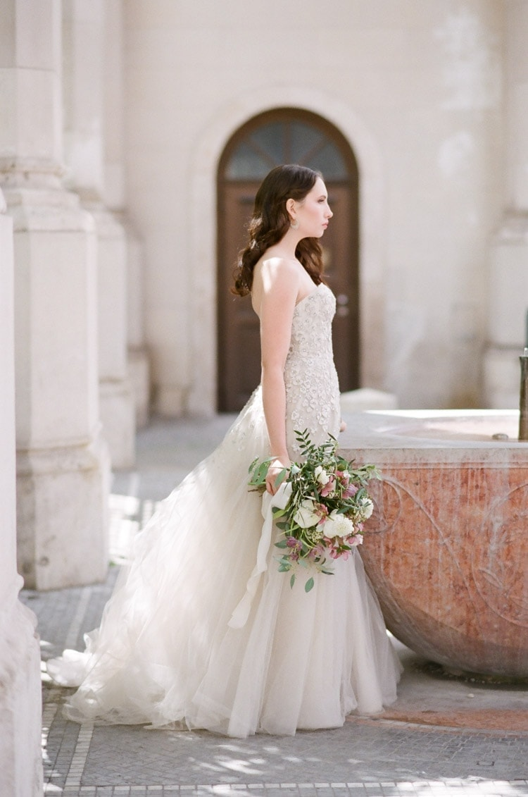 Bride holding a bouquet in Munich Germany