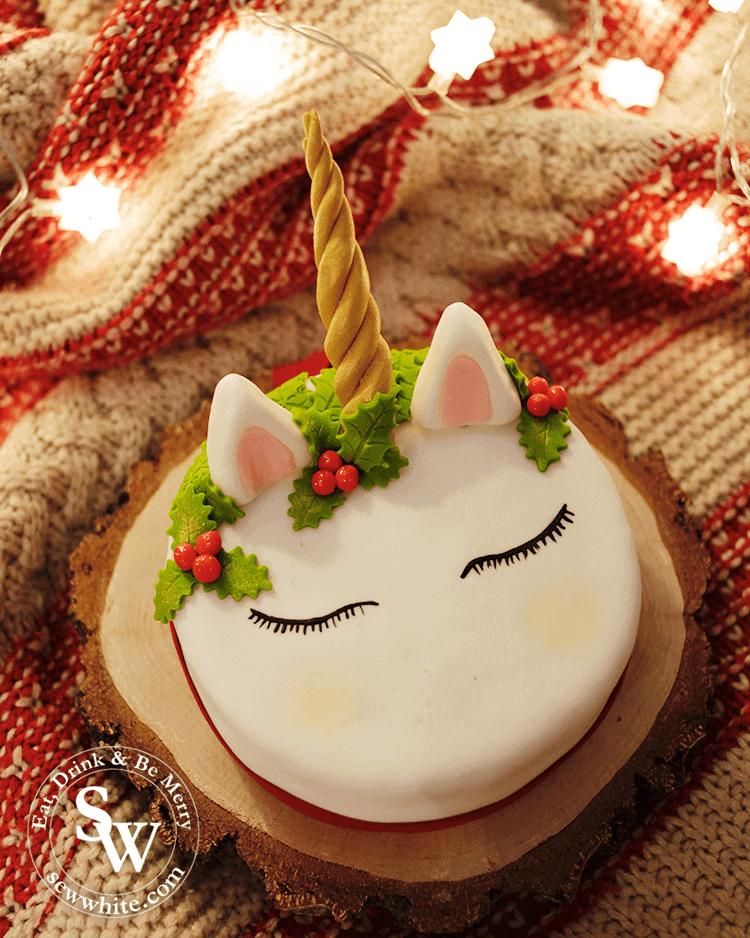 The finished Unicorn Christmas Cake