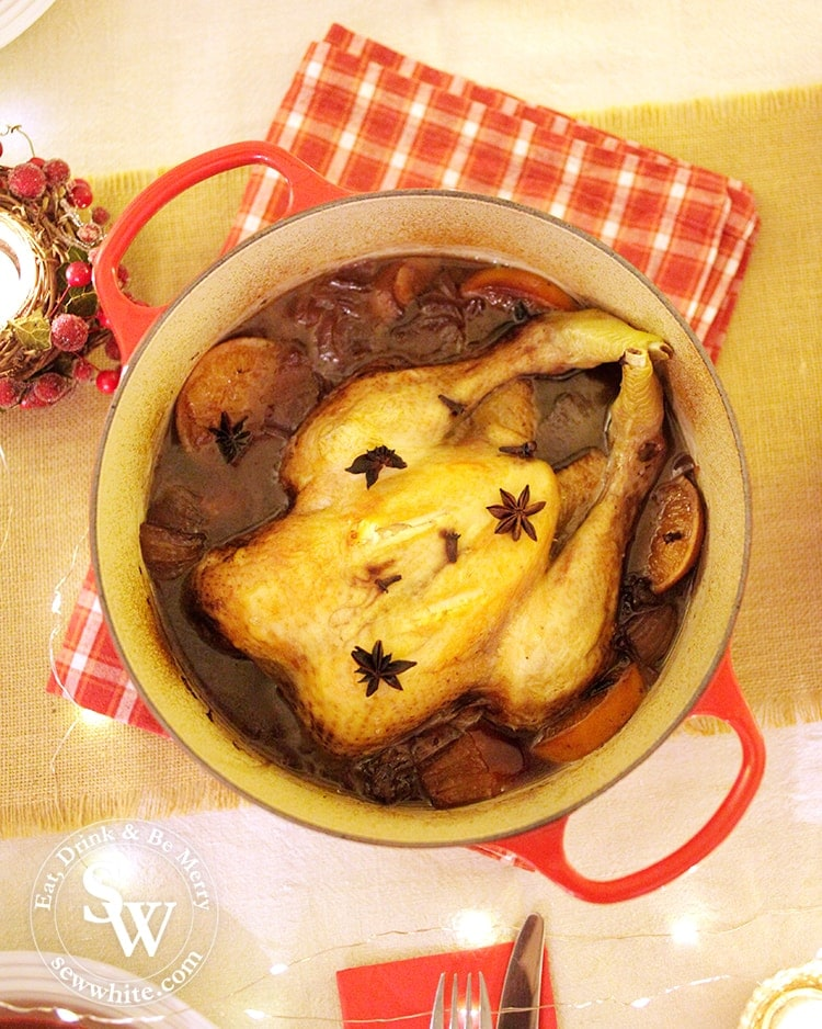 the cooked chicken cooked in red wine in one pot for Christmas.