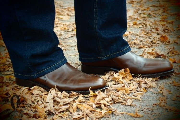 Нейтральные мужские сапоги черного или коричневого цвета подойдут к разным стилям одежды
