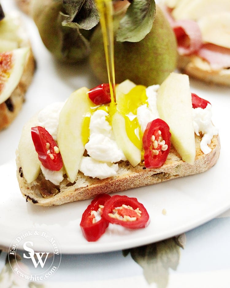 pears on toast with mozzarella and chilli
