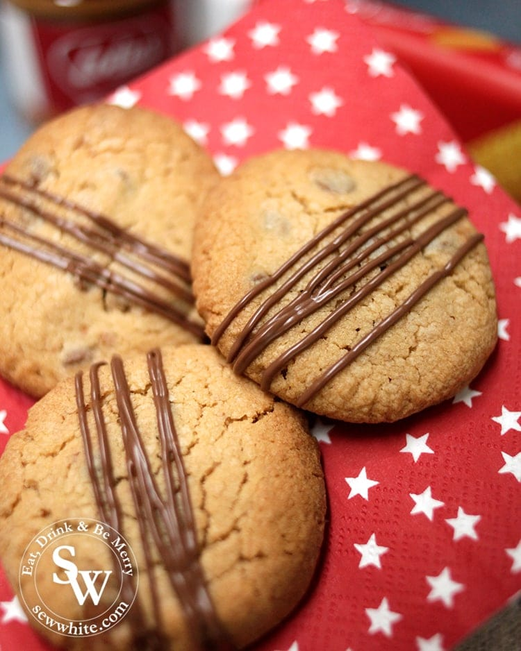 Drizzled thick lines of molten chocolate on the Biscoff Cookies