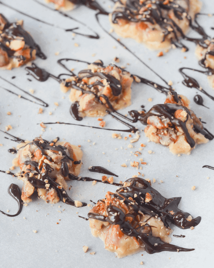 These Keto Pecan Pie Clusters are a great, easy to make treat for satisfying any low carb sweet tooth! | heyketomama.com