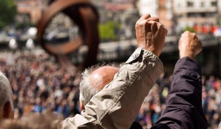 Pensionistas protestando