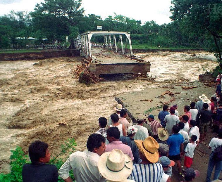 Destrozos del Huracán Mitchu