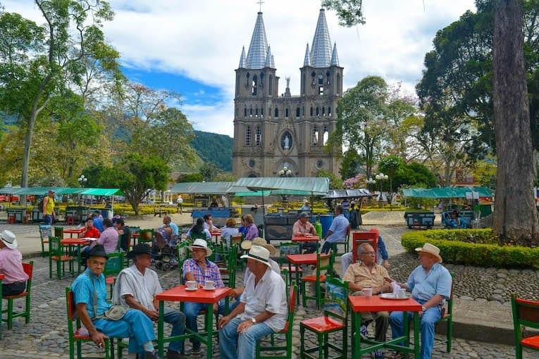 plaza principal de Jardín Colombia