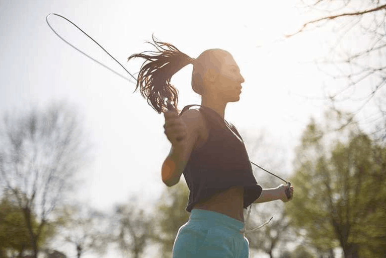 A girl has a training with a jump rope