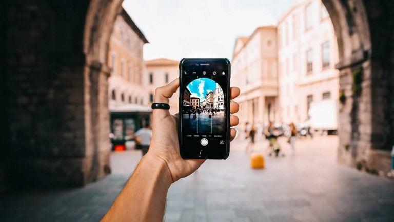 Hochformat Videos Smartphone in der Hand