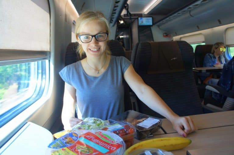 Agness en el tren a San Giovanni Rotondo
