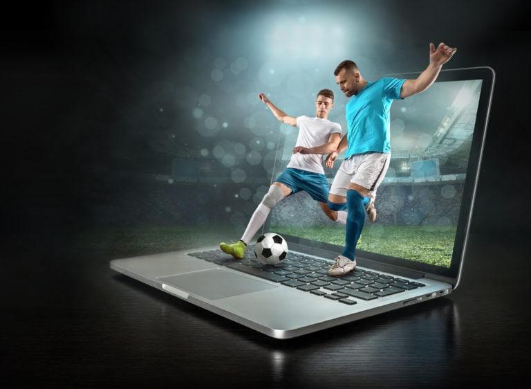 Jogadores-de-futebol-saindo-da-tela-de-computador-BetssonFC