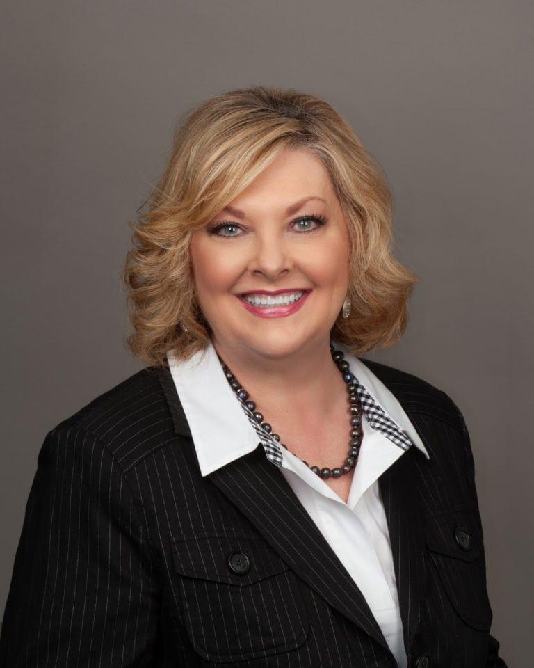 Leslie Moser Headshot