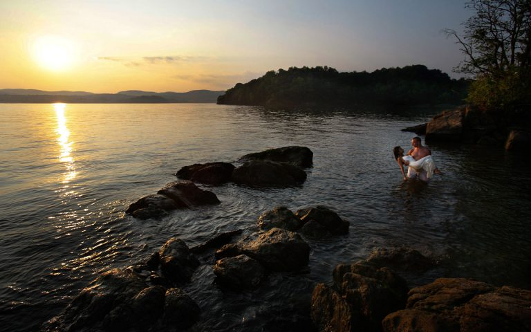 engagement-couple-photo-shoot-juliati-photography