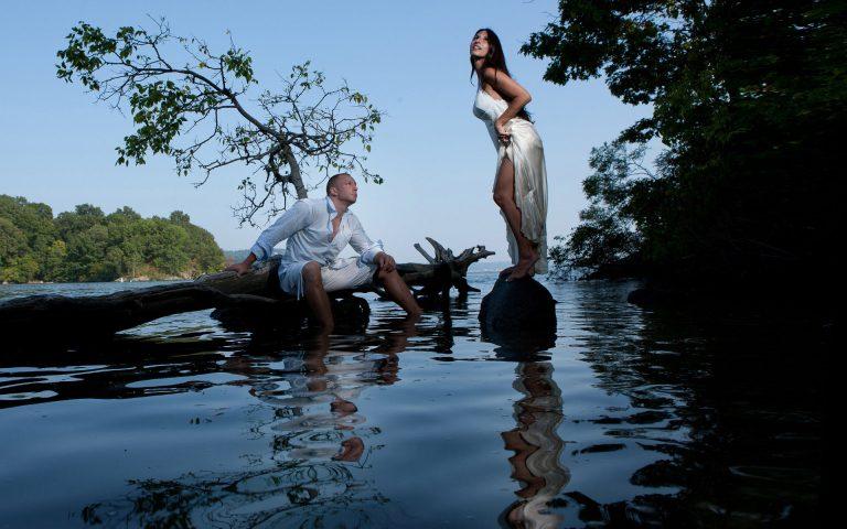 trash-dress-couples-photo-shoot-juliati-photography