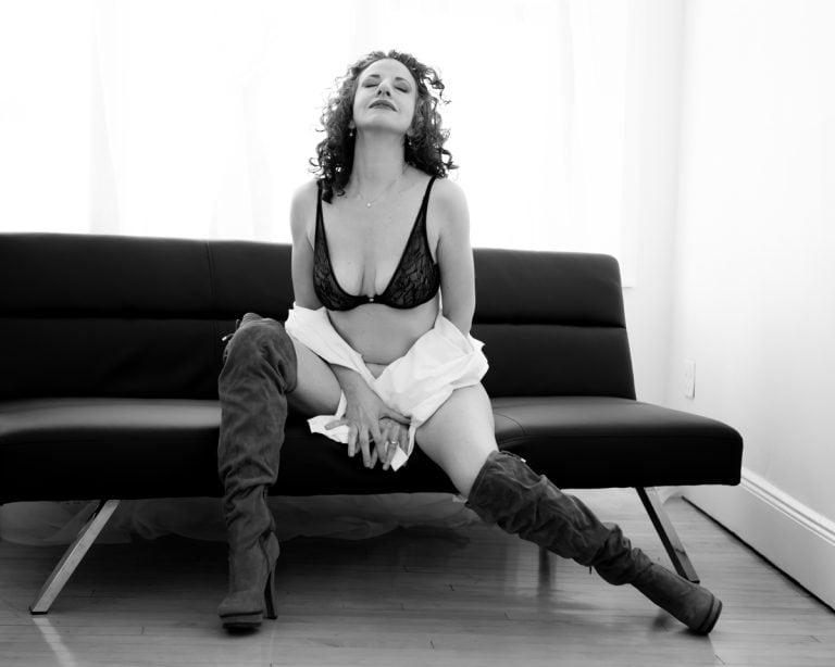 boudoir-photo-shoot-westchester-ny-juliati-photography-studio