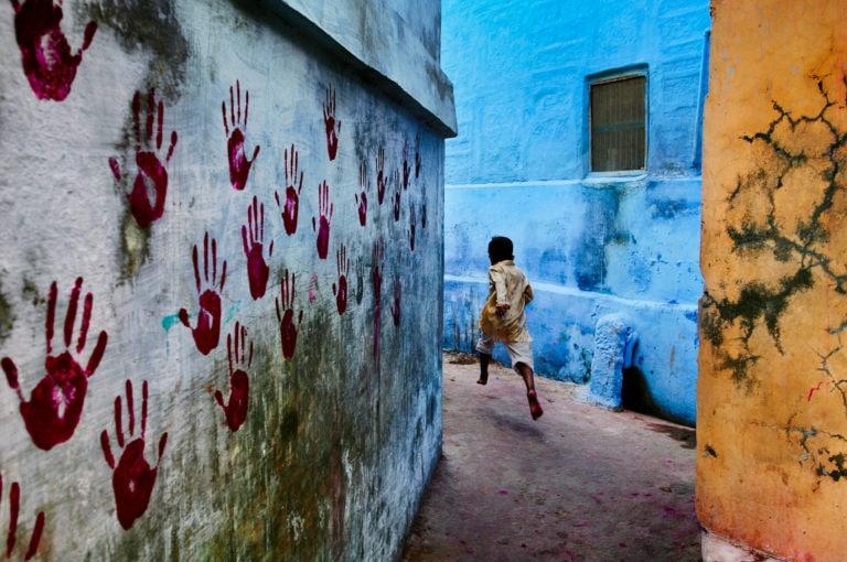 Mondi in contrasto<br> in contrasti di colore:<br> Steve McCurry racconta