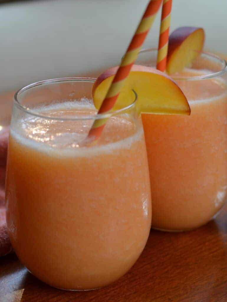 Easy Quick Refreshing Peach Daiquiris
