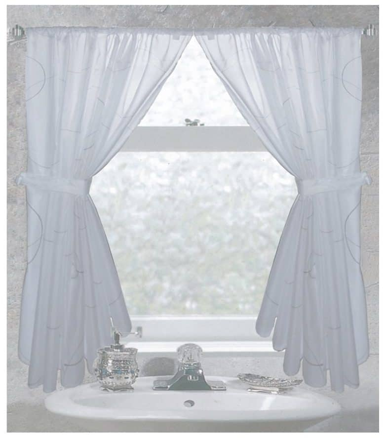 Tips & Ideas for Choosing Bathroom Window Curtains (WITH ...