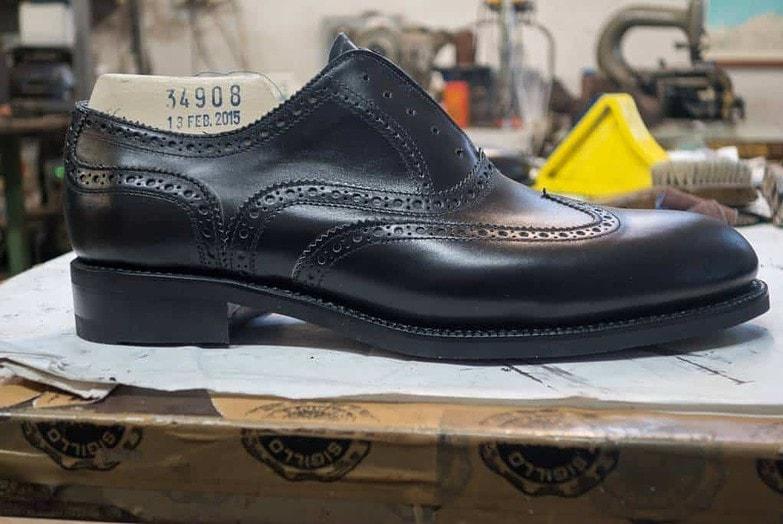 Här en sample sko som gjorts på en sample av den modifierade lästen. Som synes är tåsprängningen nu betydligt lägre.