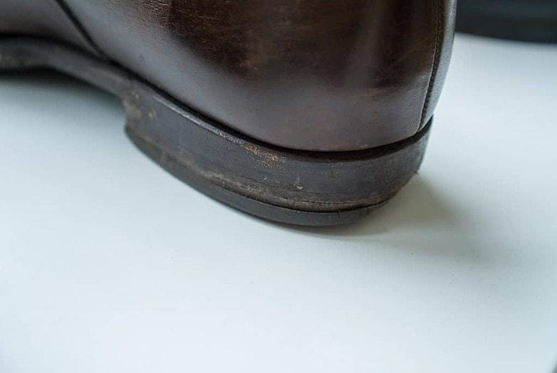 Här ser man hur mycket finare det ser ut när klacken är helt i läder, även om den också här är väldigt sliten.