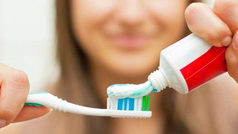 Pasta de dientes fluorada