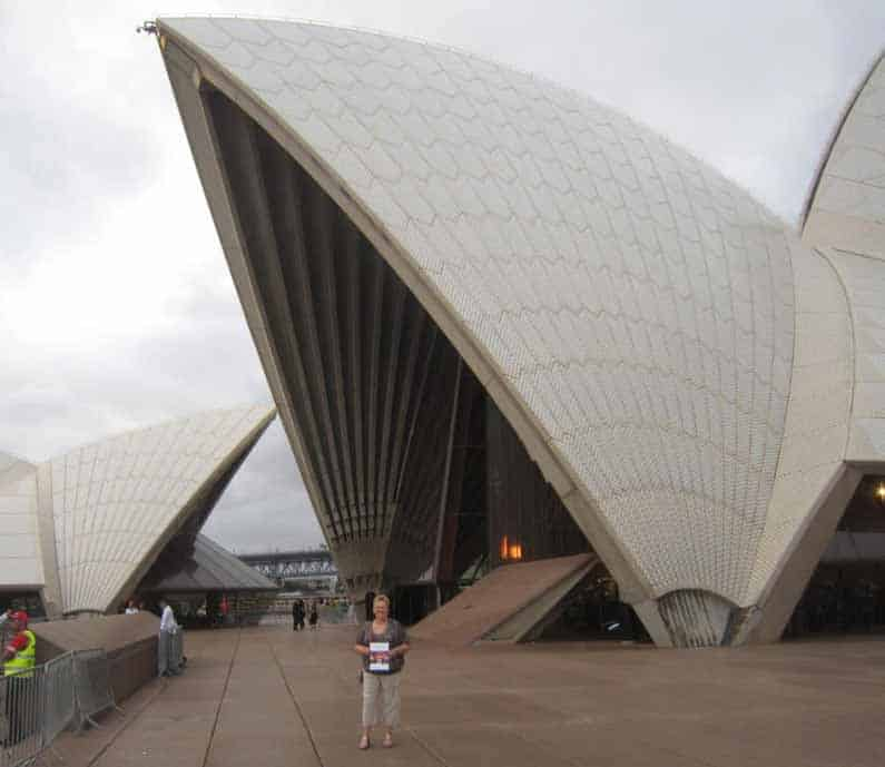 YML v/Henny Jensen in front of awesome Sydney Opera House on NYE 2013, ready for an experience of a lifetime