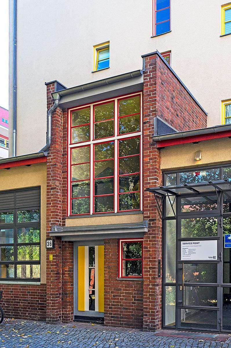 Ein Eingang eines Hauses im Beitrag Berlin: Wohnstadt Carl Legien