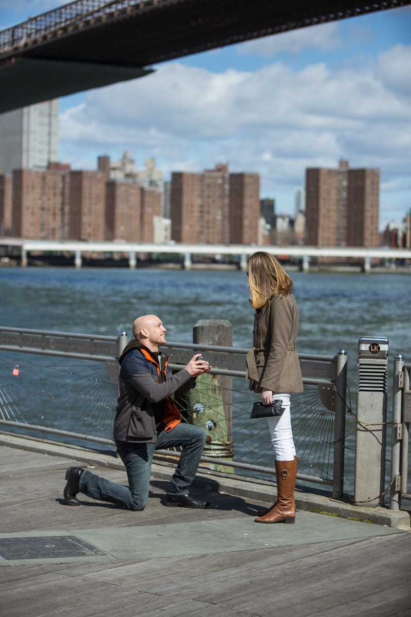 Photo Marriage proposal at Brooklyn Bridge Park | VladLeto