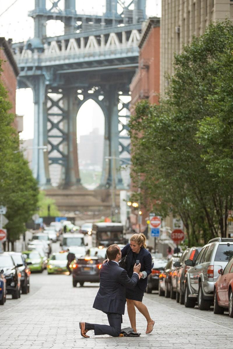 Photo Secret Proposal in Dumbo, Brooklyn | VladLeto