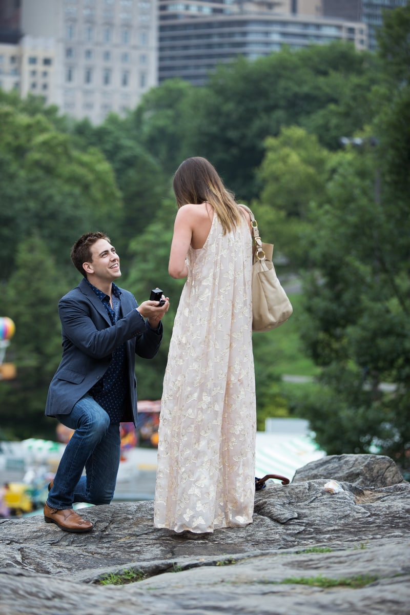 Photo Marriage Proposal on the Rock in Central Park | VladLeto