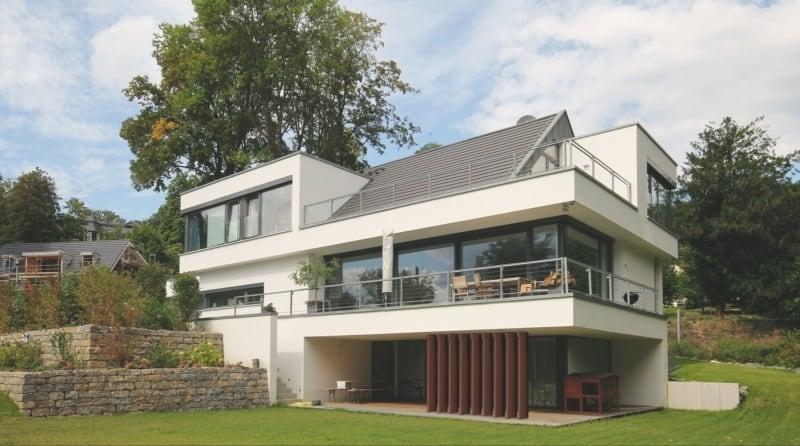 Moderne Satteldach-Villa am Hang in Königstein