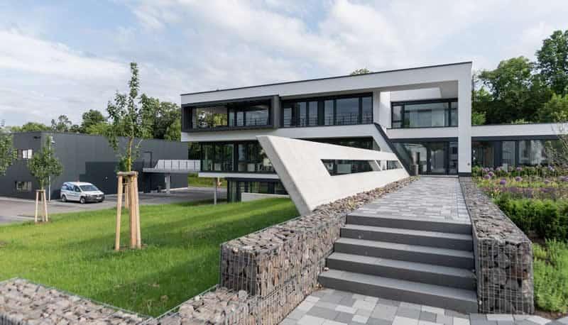 Modernes Bürogebäude mit Lagerhalle in Kassel