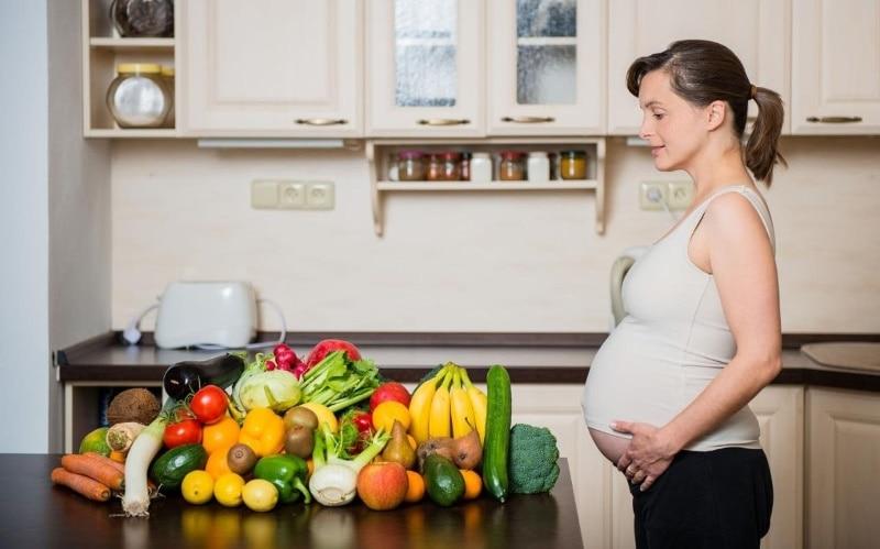 Хурма при беременности - польза и вред