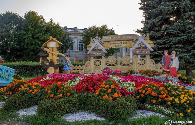 Flowerbed by Pervomaysky district, Yaroslavl, 2016