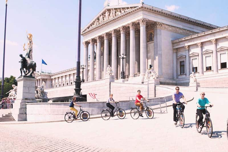 Join bike tours and explore the city of Vienna