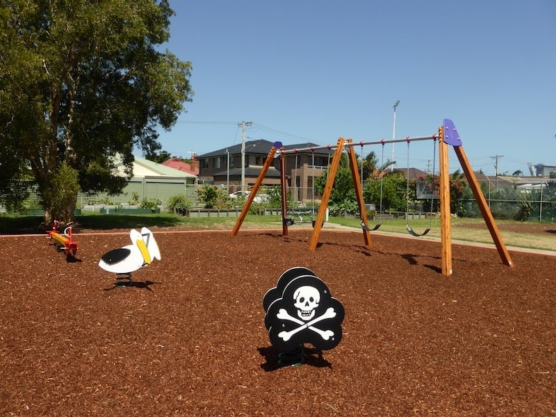 Connolly Park is a cute little playground in the harbourside suburb of Carrington that's perfect for a play and a picnic. It's ideal for yournger kids with small climbing equipment with a slide and a set of swings (regular and baby). Put this on your list for toddler-suitable playgrounds!