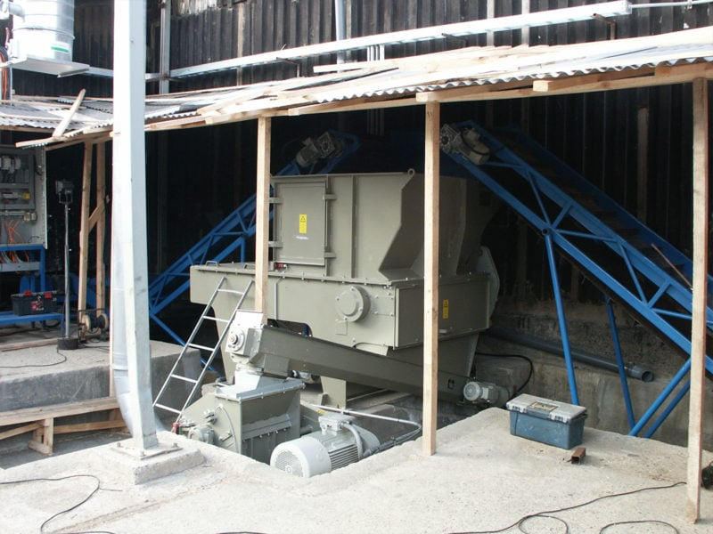 Hopper Shredder With Two Band Conveyors And Auger Conveyor To Re-shredder Making A Great Complete Turnkey Shredder Re-shredder System