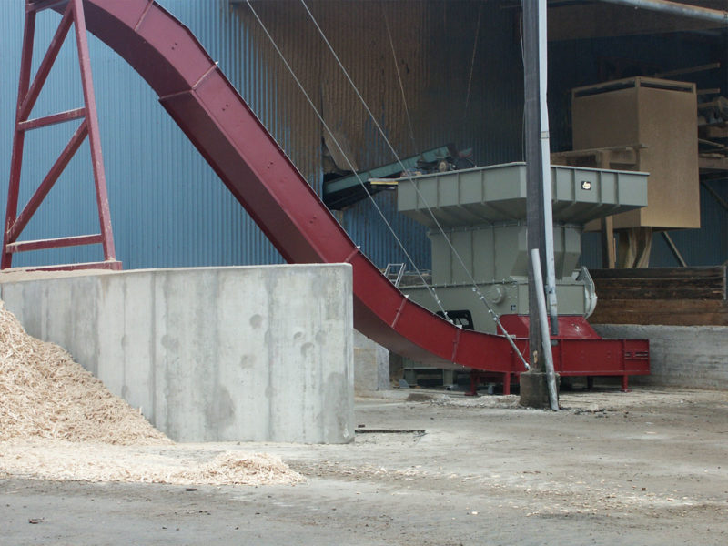 Wood Shredder With Red Conveyor, Bandconveyor And Wood Chips