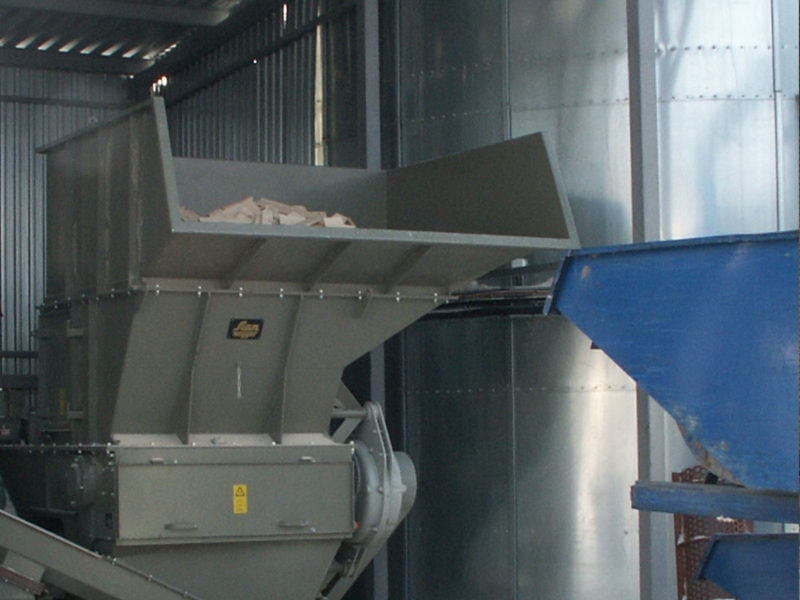 Scanhugger Hopper Shredder With Waste Wood And Auger Conveyor