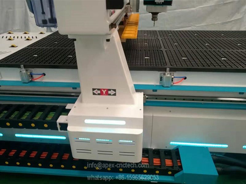solid frame very strong on the wood cnc router equipment