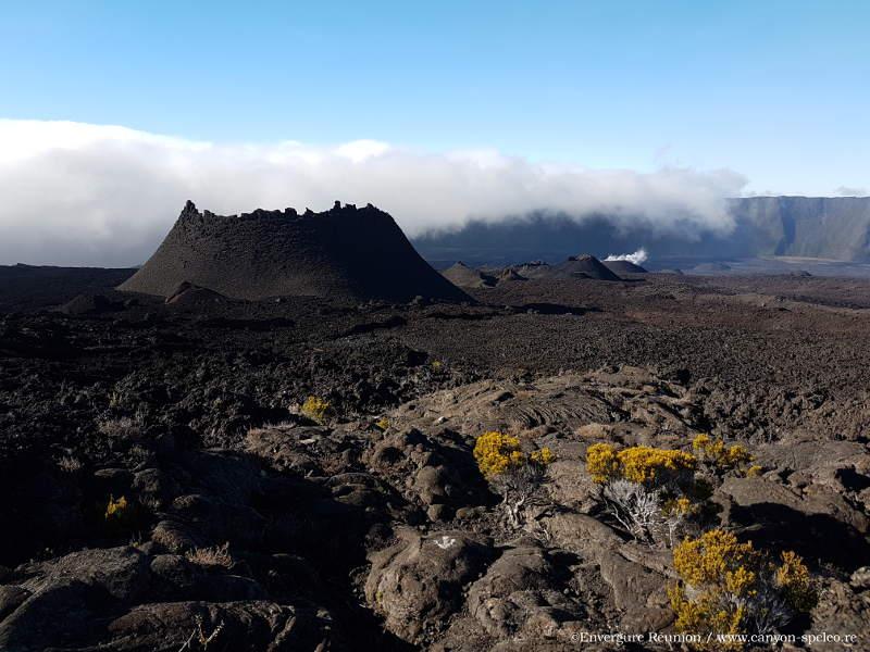 Guide de randonnée au volcan sur l'île de la Réunion.