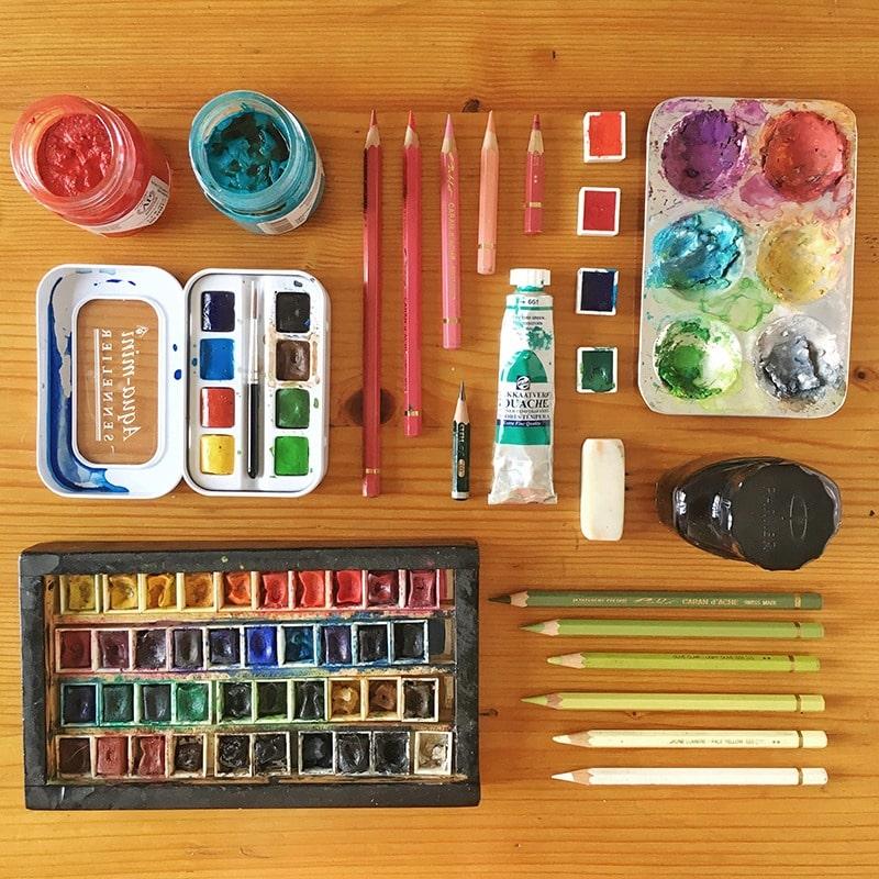 material de ilustración, material que utiliza un ilustrador, material de bellas artes, acuarelas, lápices de colores, gouache, tinta china, pinceles de acuarela,