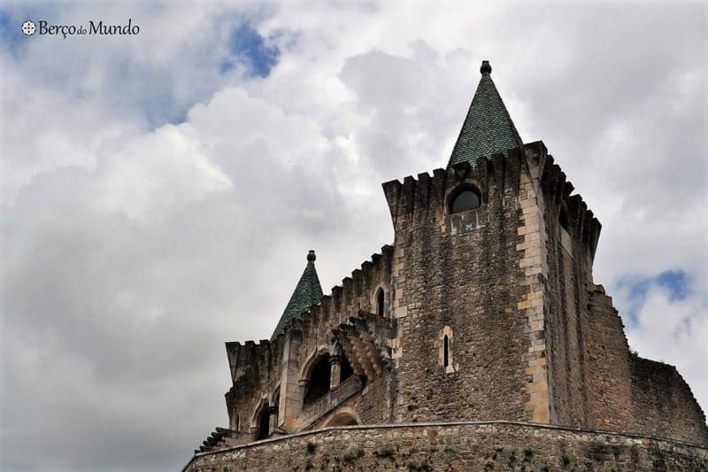 Um dos castelos em Portugal mais bonitos é o de Porto de Mós