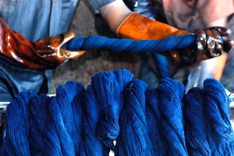 Краска индиго из Индии поставлялась для окраски джинсов