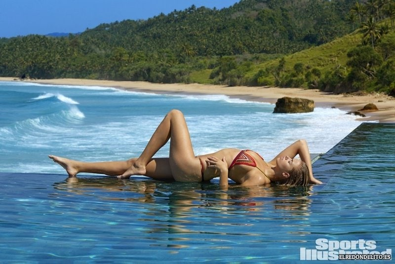 Sports_Illustrated_Hailey_Clauson_Sexy_2017_030