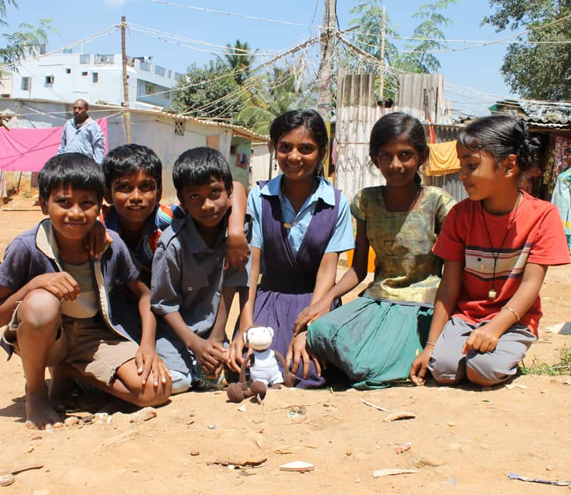 India - barn med Monki