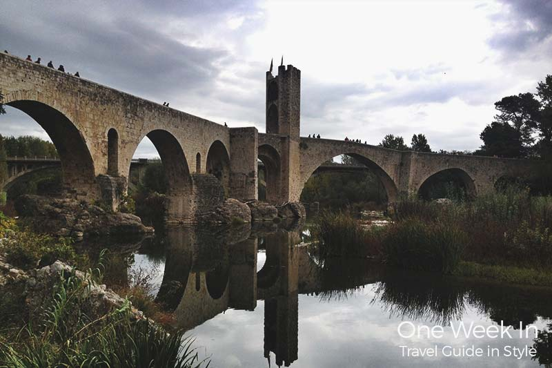 Besalu reflections