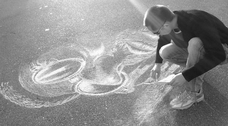 Russian street artist draws portraits with chalk on asphalt