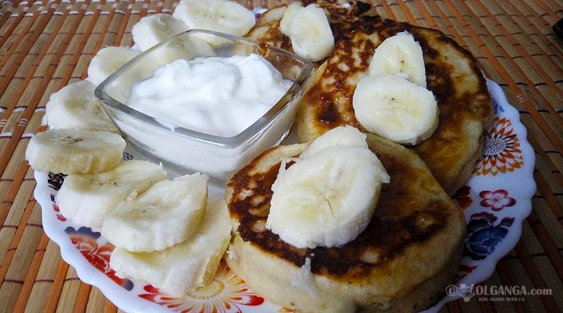 Oladyi with bananas: Russian fluffy pancakes (veg recipe)